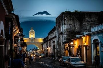 Народный выбор, Города: 'Volcano Emerging From Cloud', автор: Paul Rozek