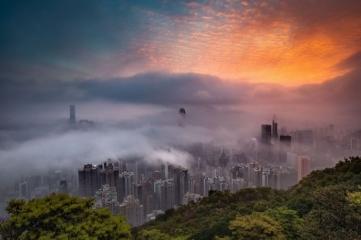 Народный выбор, Города: 'Sunrise Glow Decorates The City In Fog', автор: Carlo Yuen